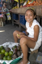 Iquitos Markt Korb mit Früchten